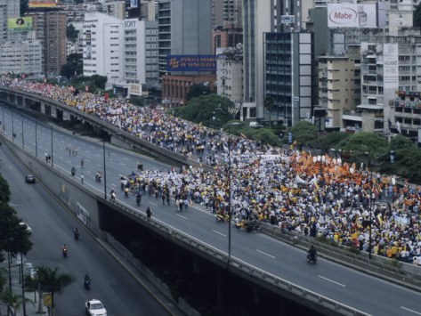 david-evans-a-political-march-through-the-streets-of-caracas_i-G-28-2890-BOEPD00Z
