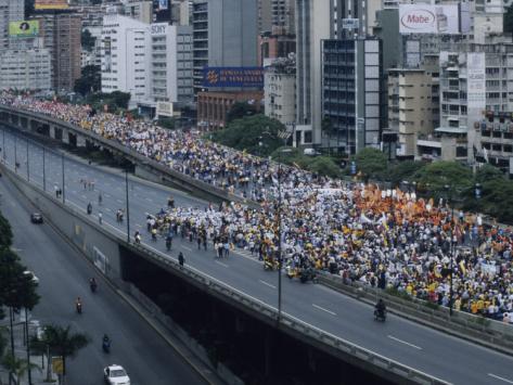 david-evans-a-political-march-through-the-streets-of-caracas_i-G-28-2890-BOEPD00Z